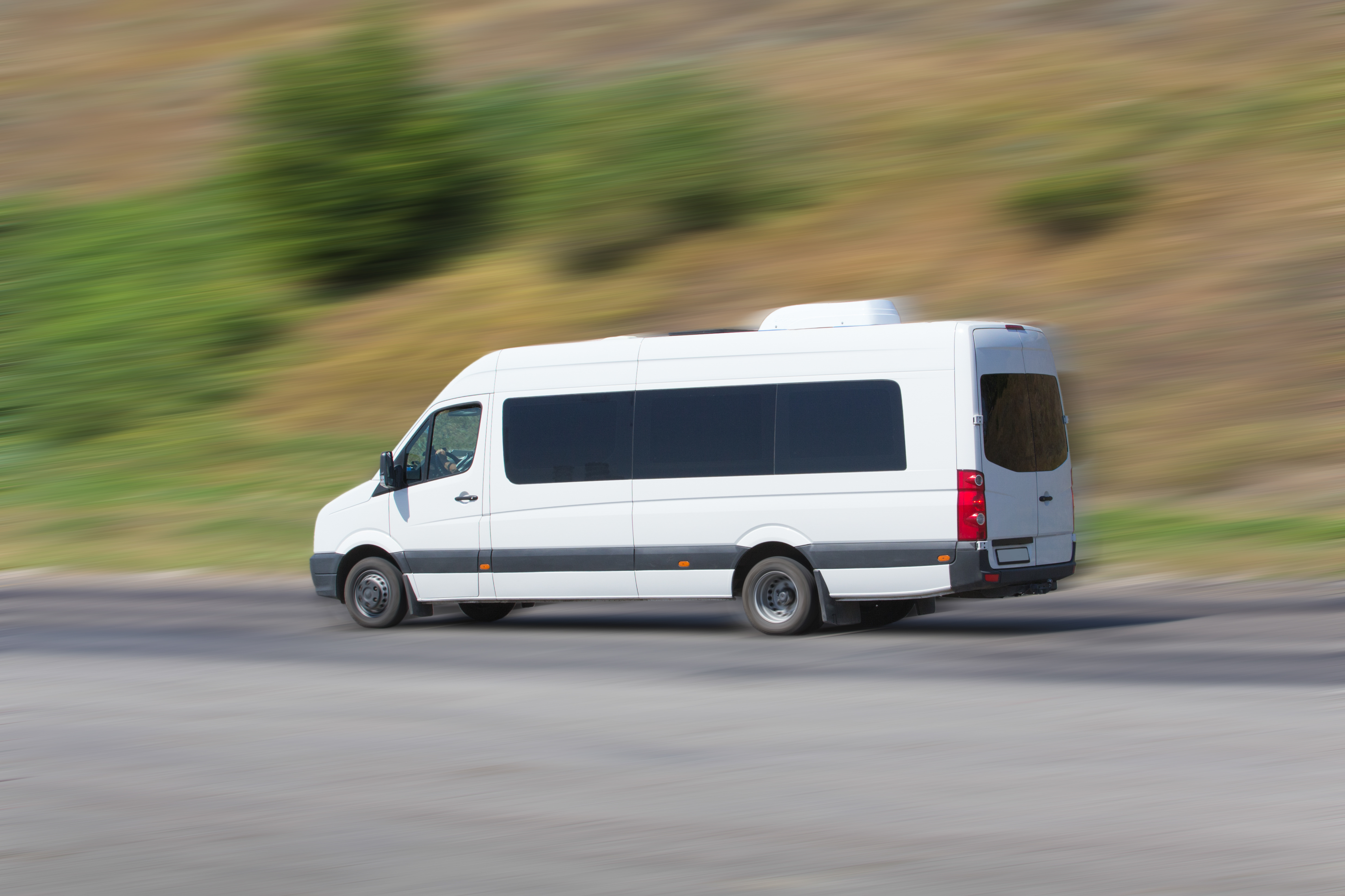 The Advantages of Hiring a Minibus for Family Reunions